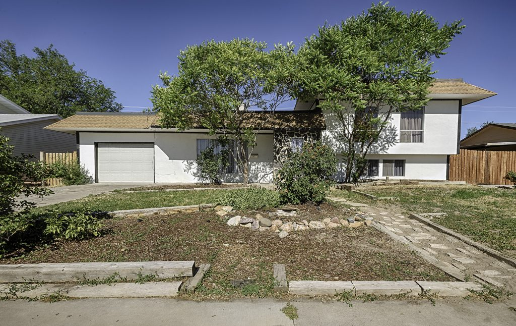 103 Akard Ave Montrose Colorado 81401 Home for Sale with Fenced Yard - Atha Team Real Estate