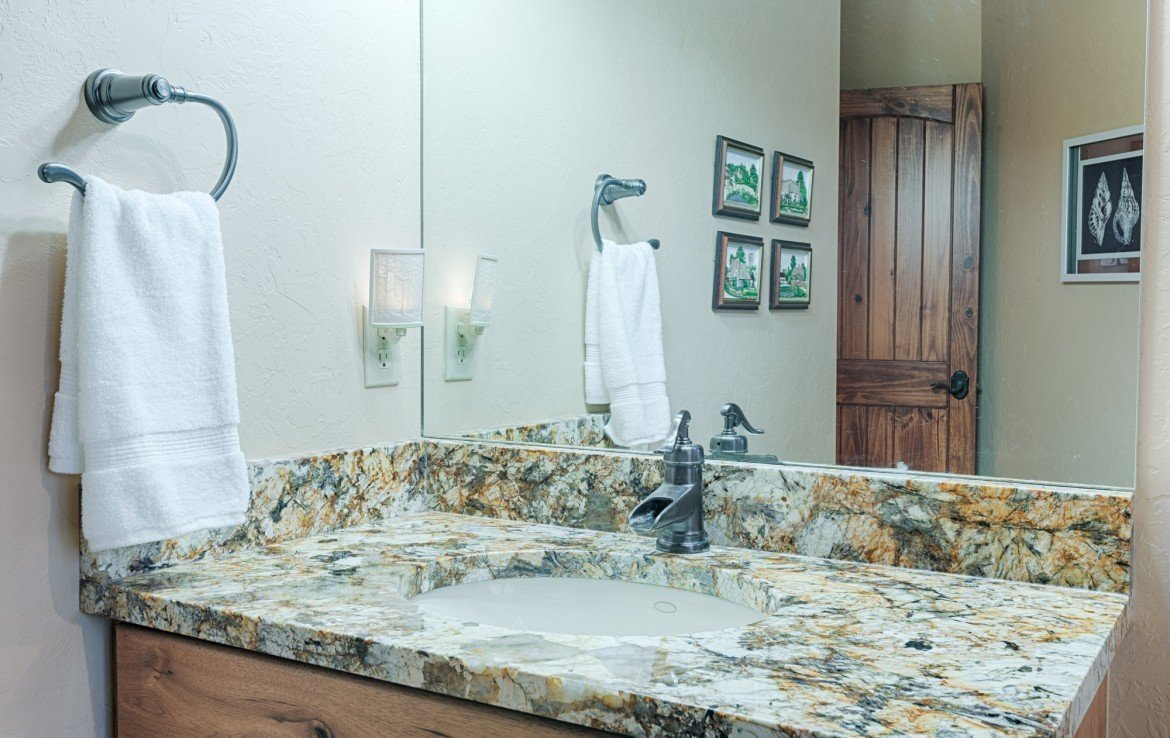 Second Bathroom with Granite Counters - For Sale 68252 Tyler Ln Montrose Colorado 81403