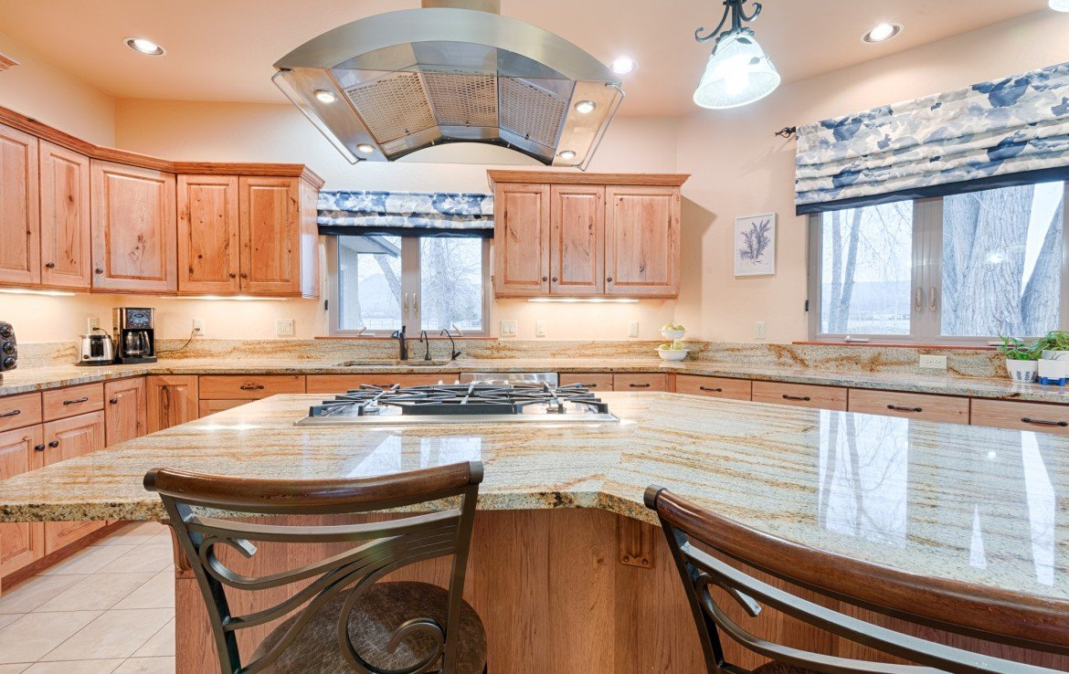 Granite Counters with Seating - For Sale 68252 Tyler Ln Montrose Colorado 81403