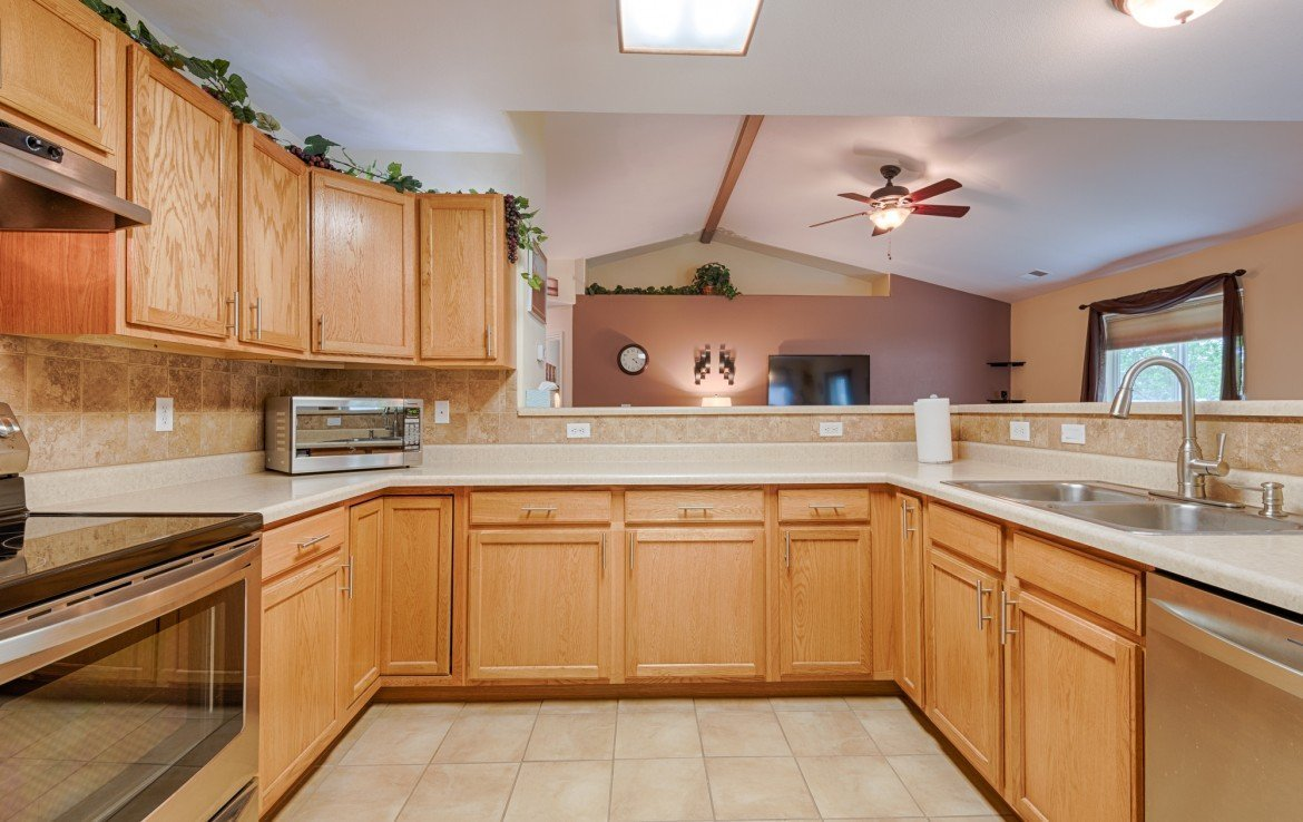 Kitchen Cabinets with New Fixtures - 1023 Deer Trail Montrose Real Estate - Atha Team