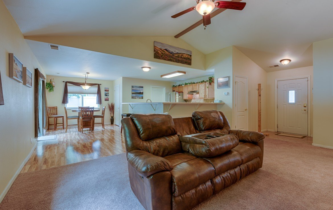 Open Concept Living/Dining/Kitchen - 1023 Deer Trail Montrose Real Estate - Atha Team