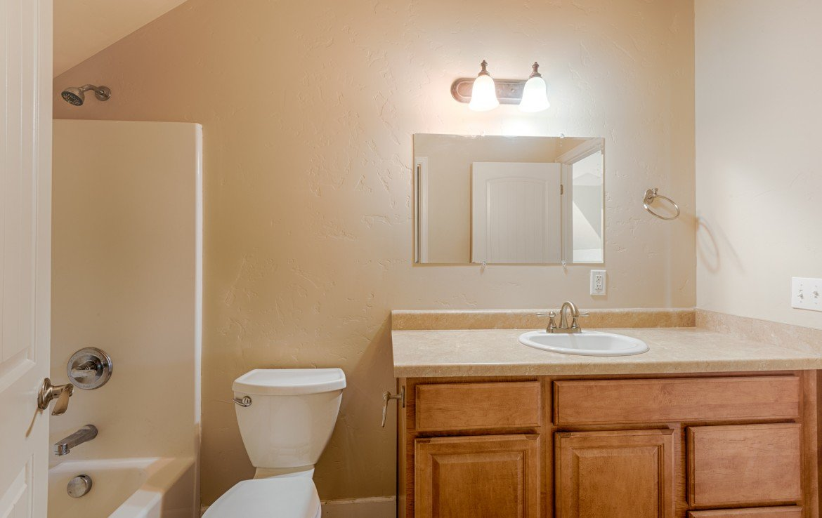 2nd Story Bonus Room Bathrooom - 1828 Senate St Montrose, CO 81401 - Atha Team Real Estate