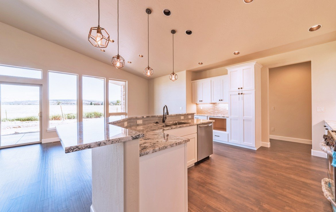Cobble Creek Golf Home for Sale with Granite Counters and Island Seating - 926 San Sophia Dr Montrose, CO 81403