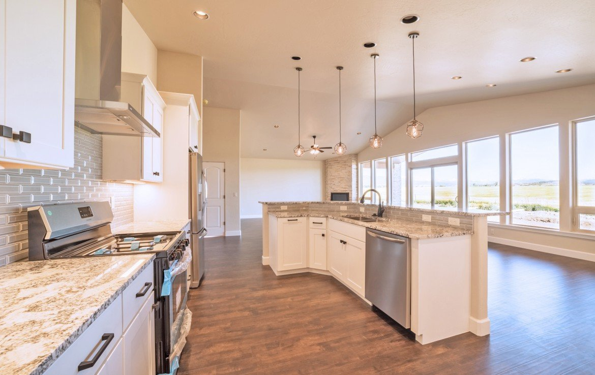 Cobble Creek Golf Home for Sale with Granite Counters and Stainless Steel Appliances - 926 San Sophia Dr Montrose, CO 81403