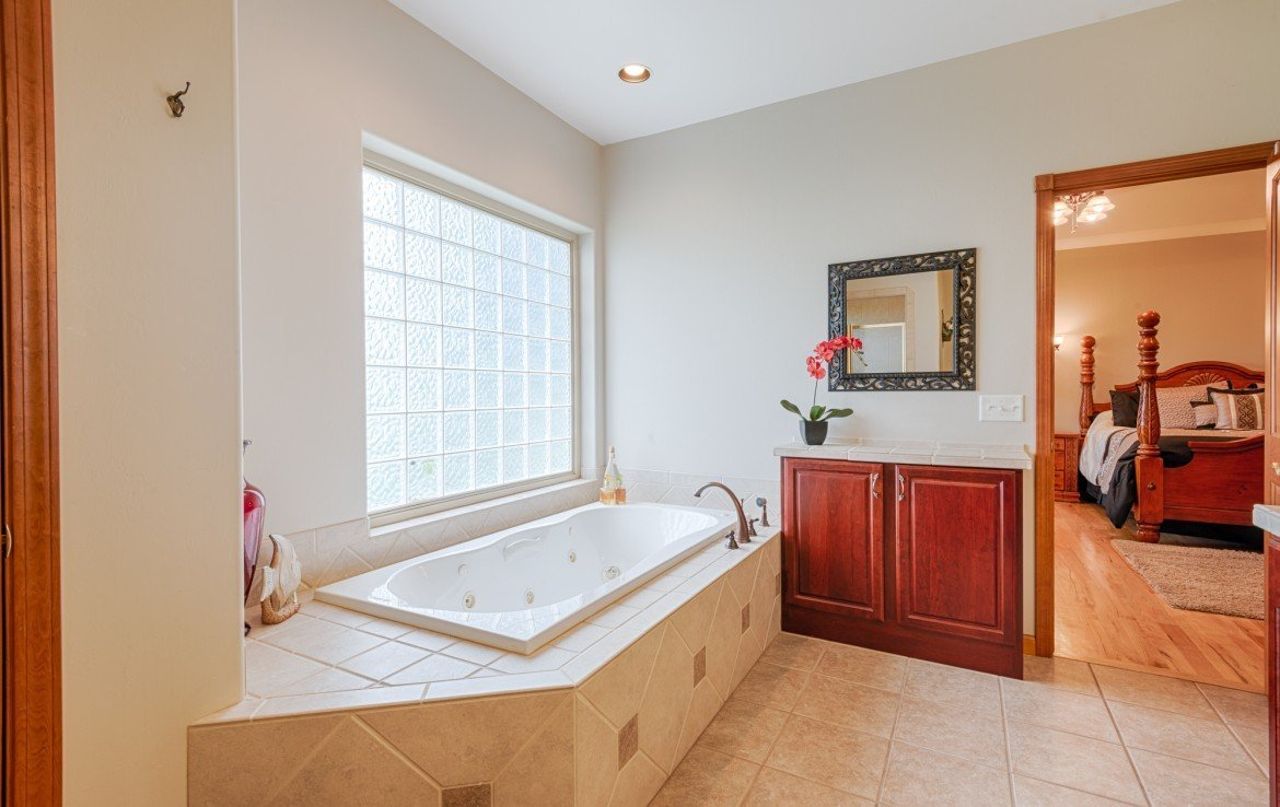 Master Bathroom with Jetted Tub - 555 Collins Way Montrose, CO. 81403 - Atha Team at Keller Williams