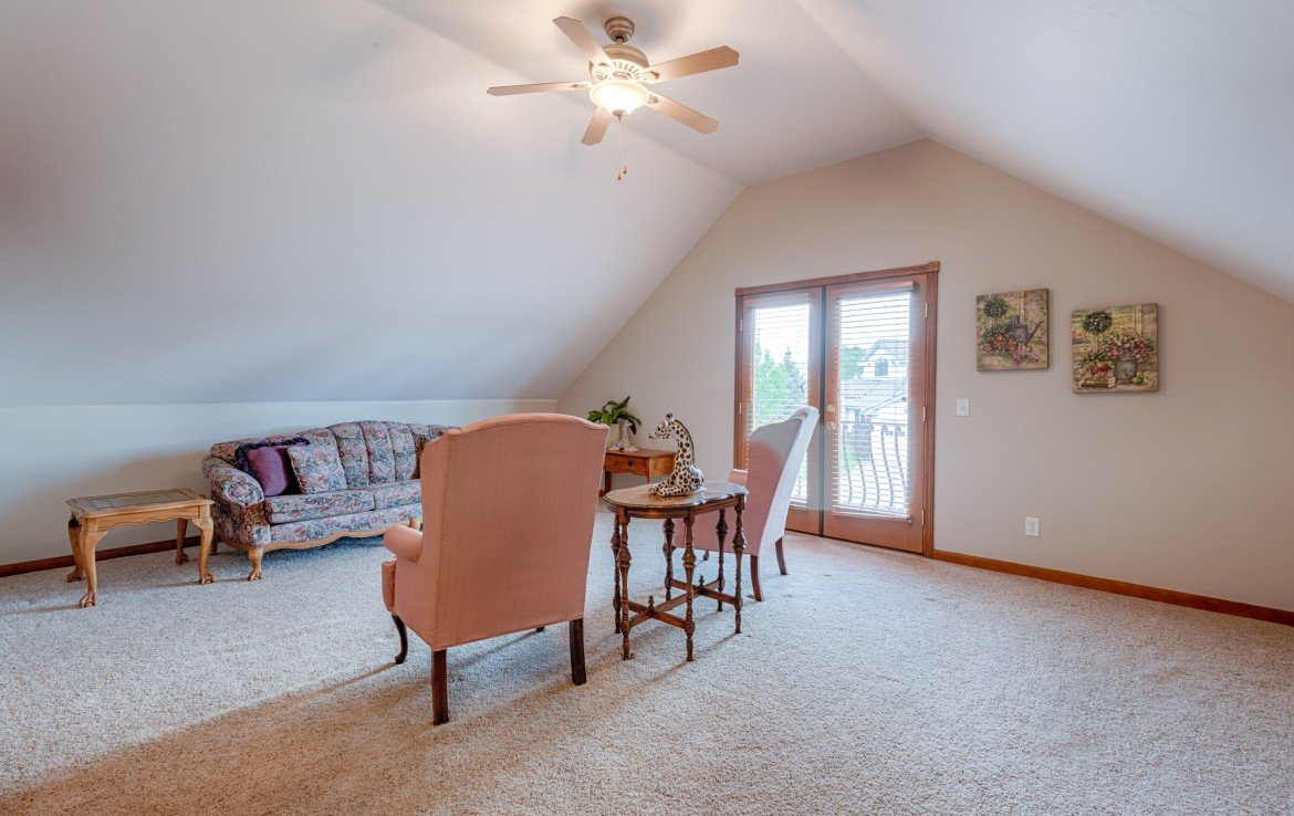 Upstairs Suite Seating Area - 555 Collins Way Montrose, CO. 81403 - Atha Team at Keller Williams