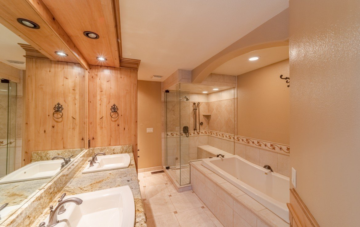 Master Bath - 21561 Government Springs Rd Montrose, CO - Atha Team Realty