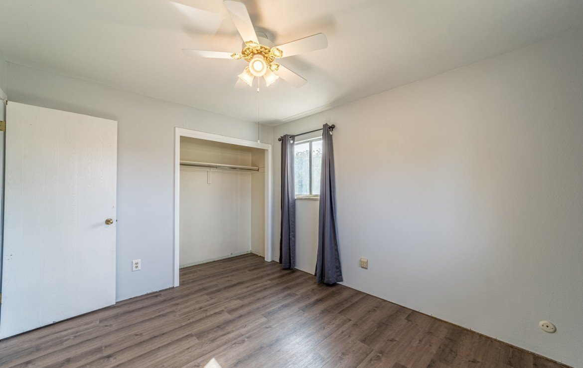Large Bedroom with Large Closet - 1717 Dover Rd Montrose, CO 81401 - Atha Team Real Estate for Sale