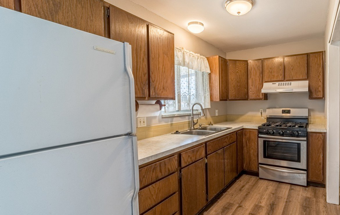 Kitchen with Appliances - 1717 Dover Rd Montrose, CO 81401 - Atha Team Real Estate for Sale
