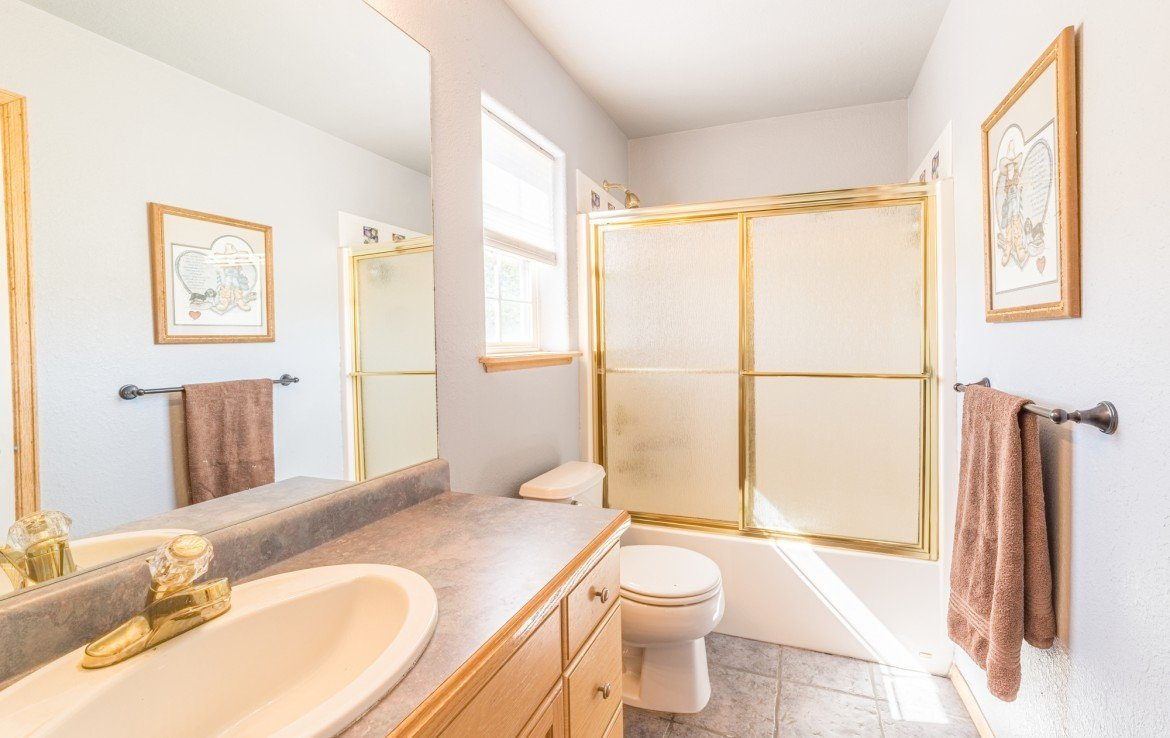 Upstairs Bathroom - 21835 Government Springs Rd - Atha Team Realty Montrose Colorado