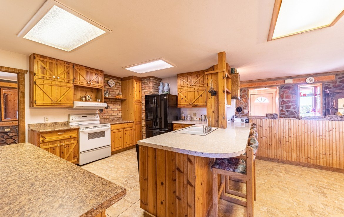 Kitchen with Island Seating - 2400 5725 Rd Olathe, CO 81425 - Atha Team Real Estate, Keller Williams Montrose