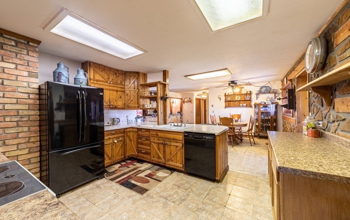 Kitchen with Appliances - 2400 5725 Rd Olathe, CO 81425 - Atha Team Real Estate, Keller Williams Montrose