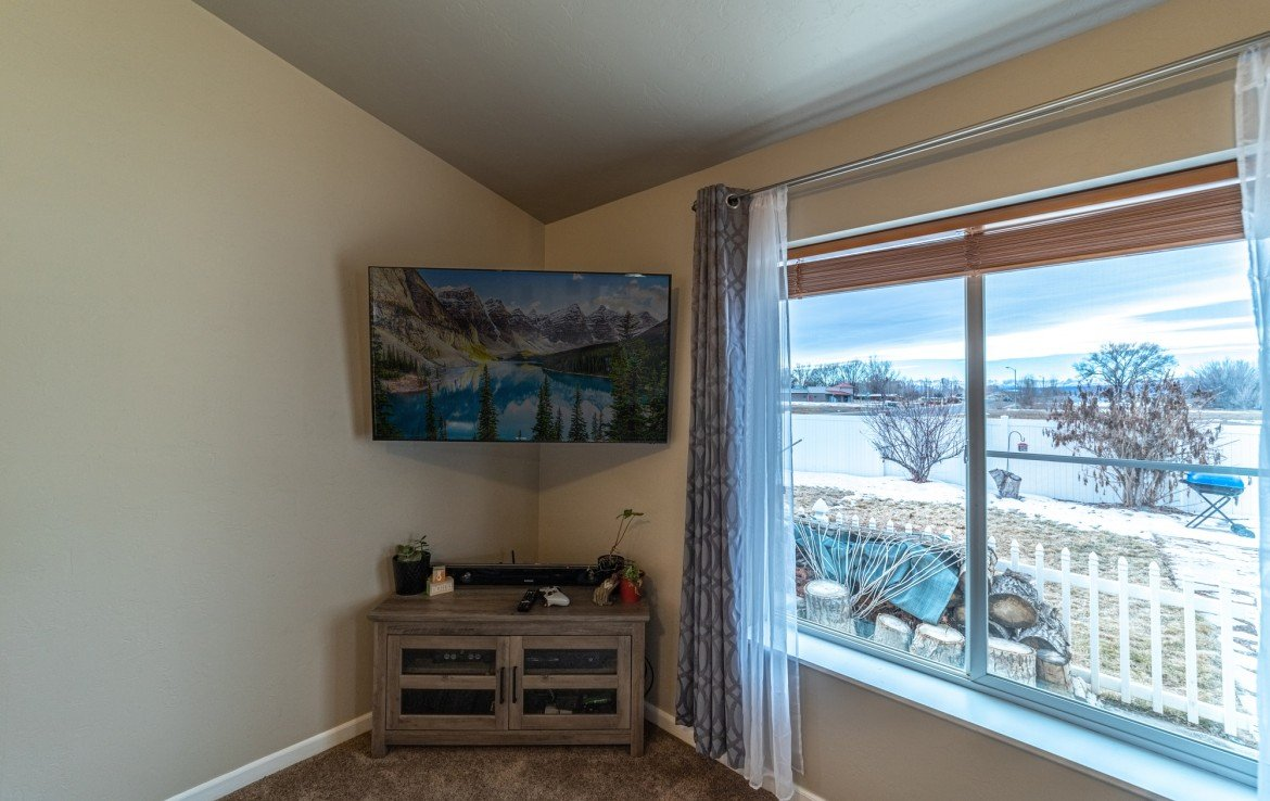 Living Room with Mountain Views - Atha Team Realty Agents at Keller Williams