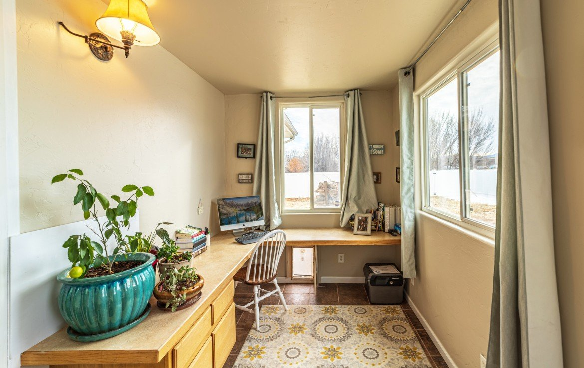 Sun Room/ Office with Back Yard Access - 1100 Hemlock Way Montrose - Atha Team Realty Agents at Keller Williams