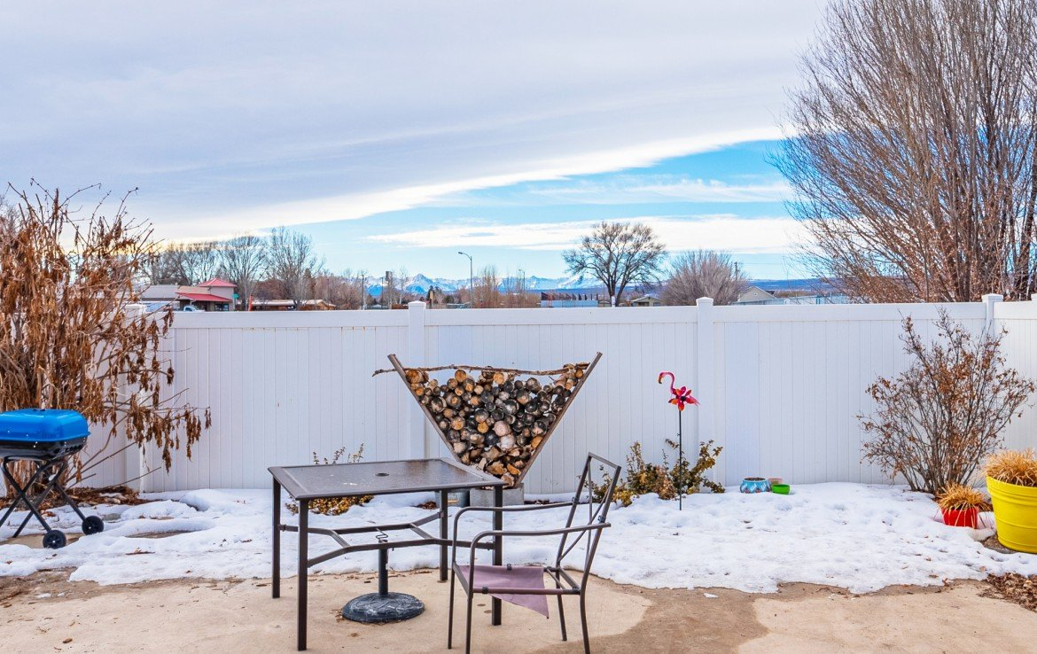 Back Yard with Mountain Views - 1100 Hemlock Way Montrose - Atha Team Realty Agents at Keller Williams