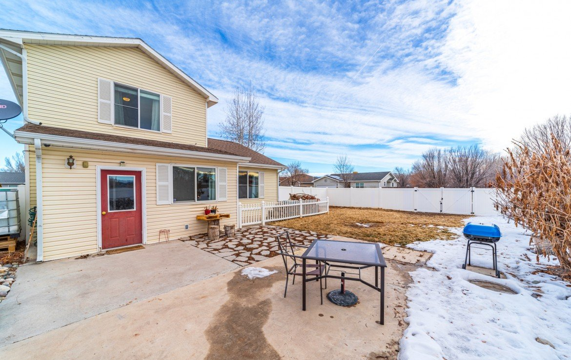 Private Back Patio - 1100 Hemlock Way Montrose - Atha Team Realty Agents at Keller Williams