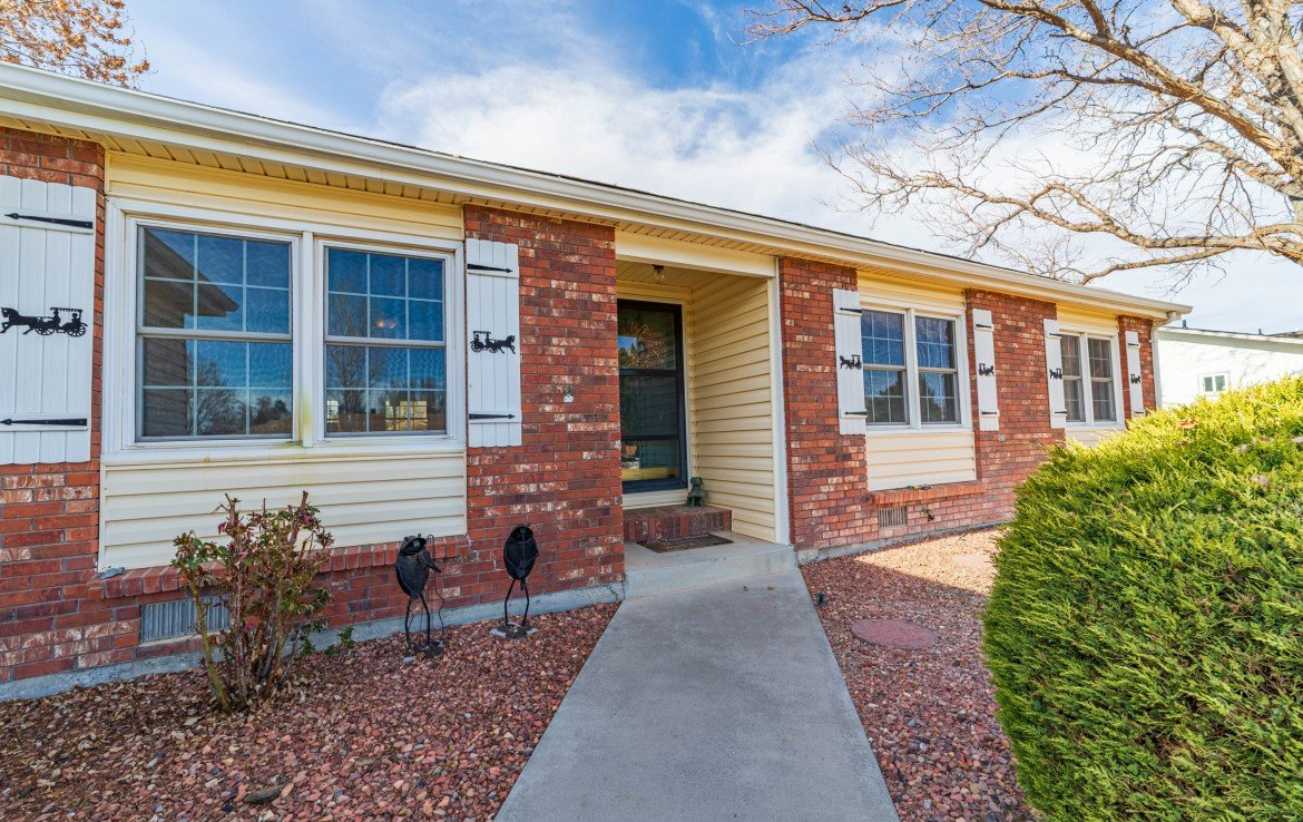 Front Entry View with Brick Siding - 1649 Hermosa St Montrose, CO 81401 - Atha Team Real Estate