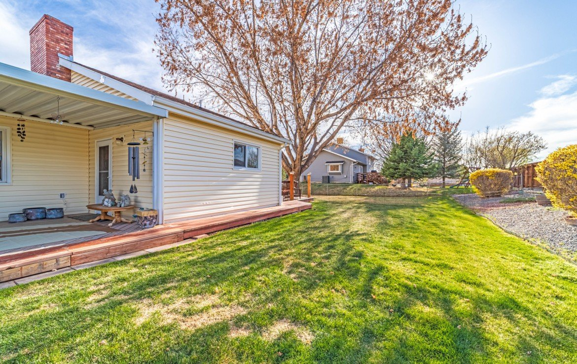 Side View of Back Yard - 1649 Hermosa St Montrose, CO 81401 - Atha Team Real Estate