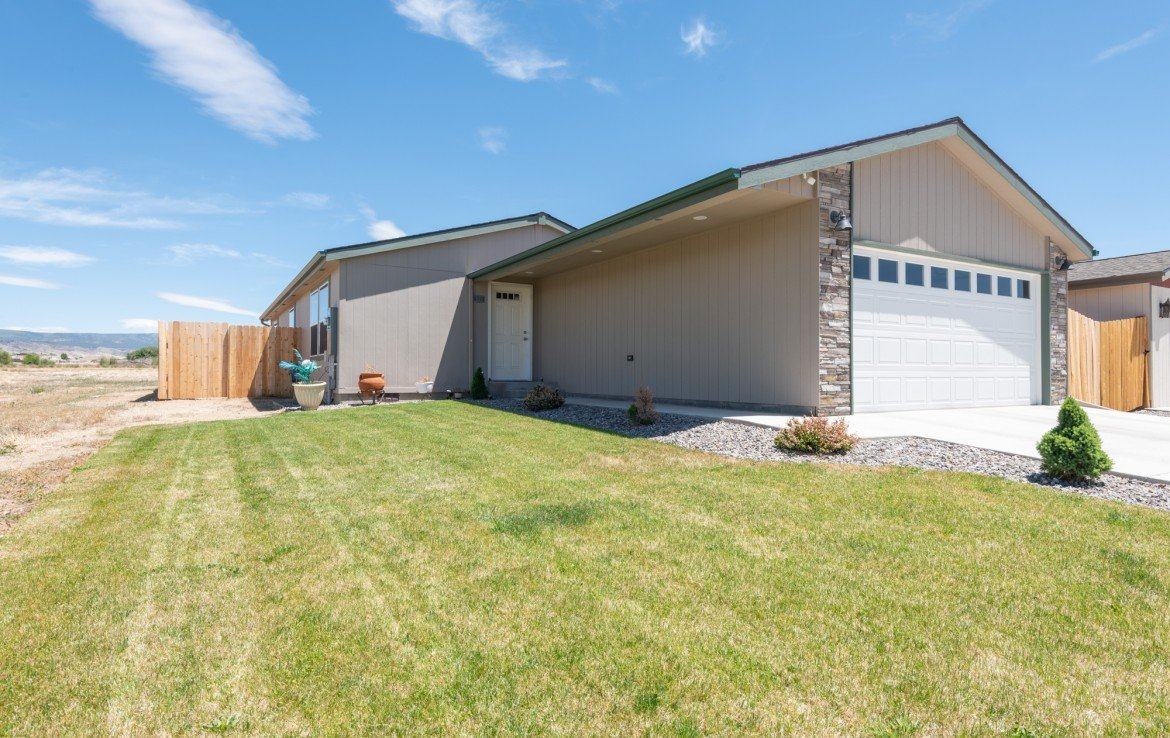 Home for sale with lawn - 121 Castle Ave Montrose CO - Atha Team Property