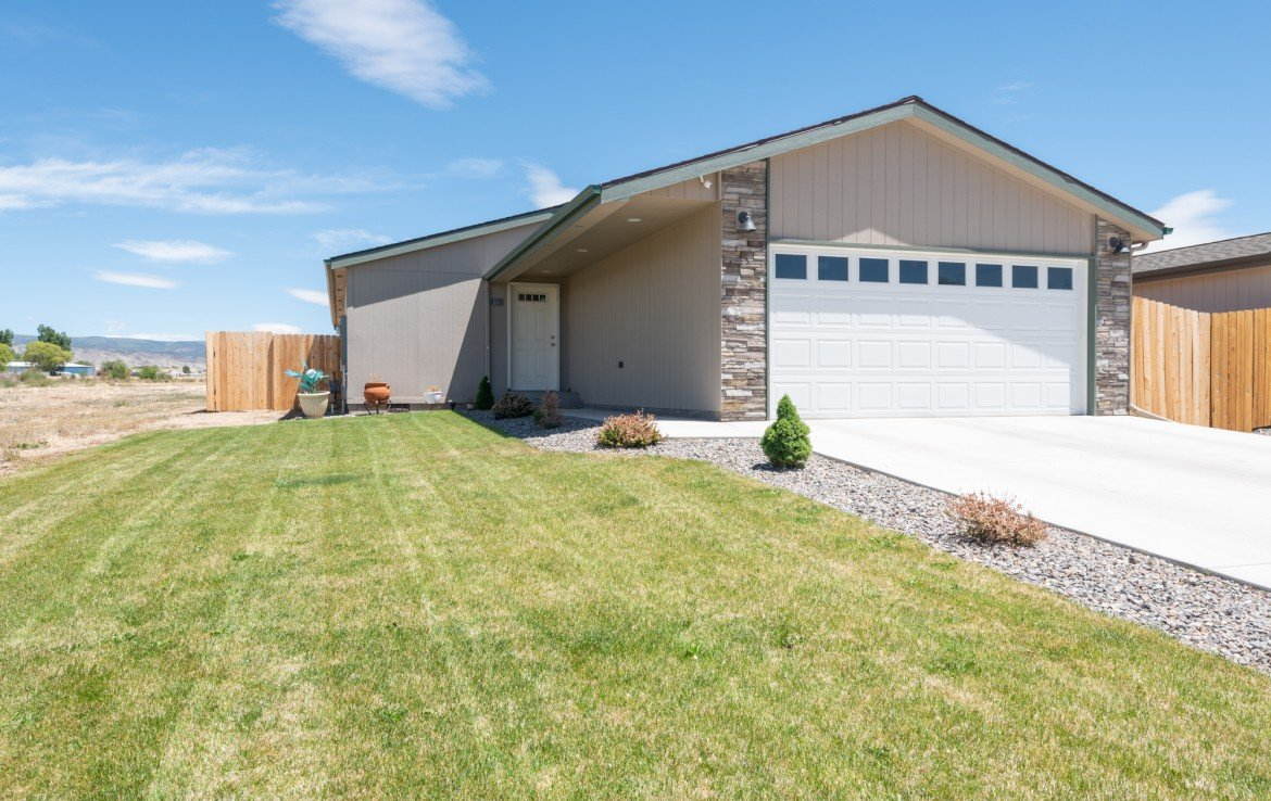 Home for sale with landscaping - 121 Castle Ave Montrose CO - Atha Team Property