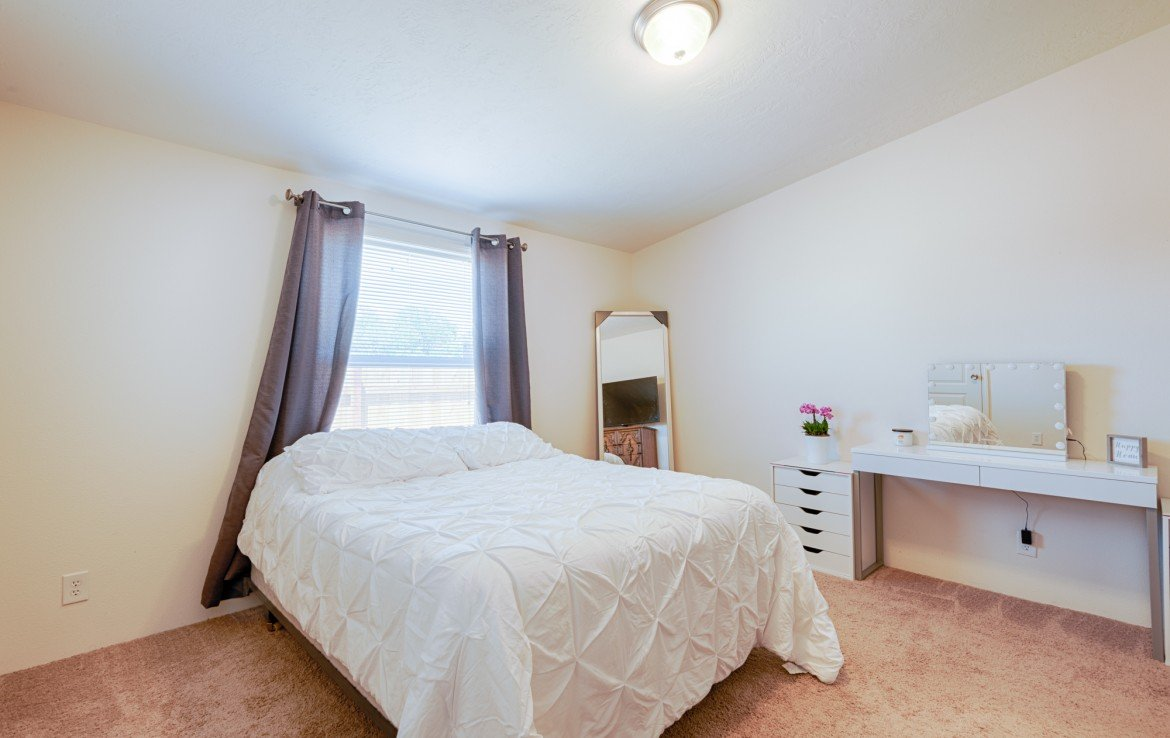 Master Bedroom with Carpet - 121 Castle Ave Montrose CO - Atha Team Property