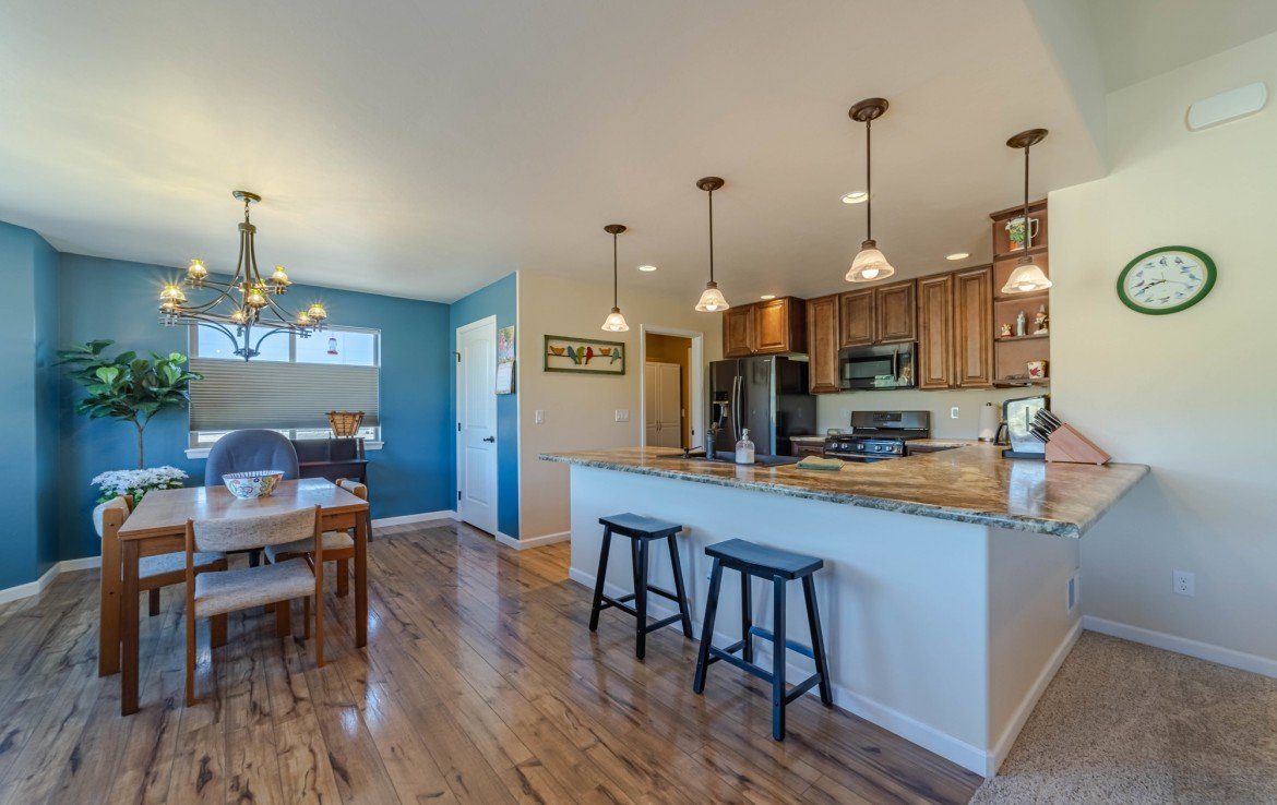 Kitchen Counter Seating - 413 Alta Lakes Ave Montrose, CO - Atha Team Realty
