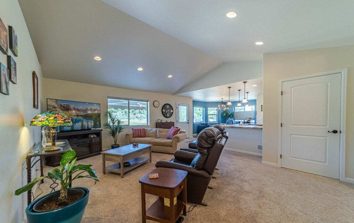 Living Room with Vaulted Ceiling - 413 Alta Lakes Ave Montrose, CO - Atha Team Realty
