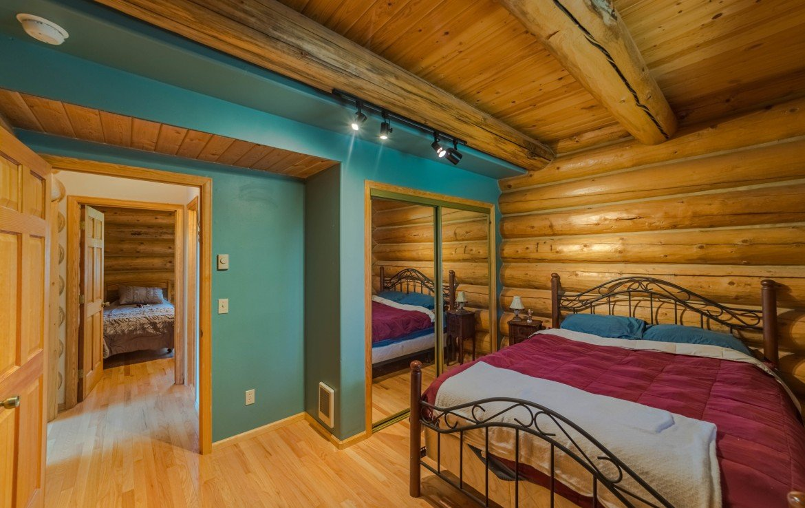 Bedroom with Mirrored Closet Doors - 84 Columbine Trail Cimarron Colorado 81220 - Atha Team Realty