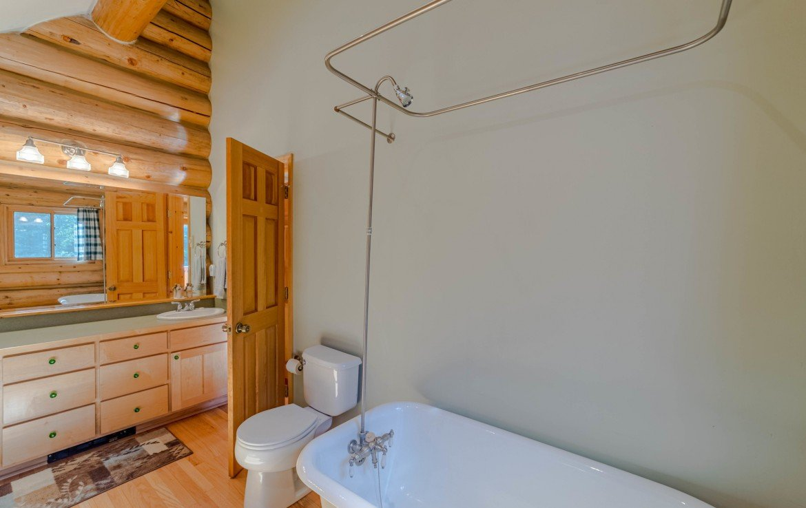 Bathroom with Tub - 84 Columbine Trail Cimarron Colorado 81220 - Atha Team Realty
