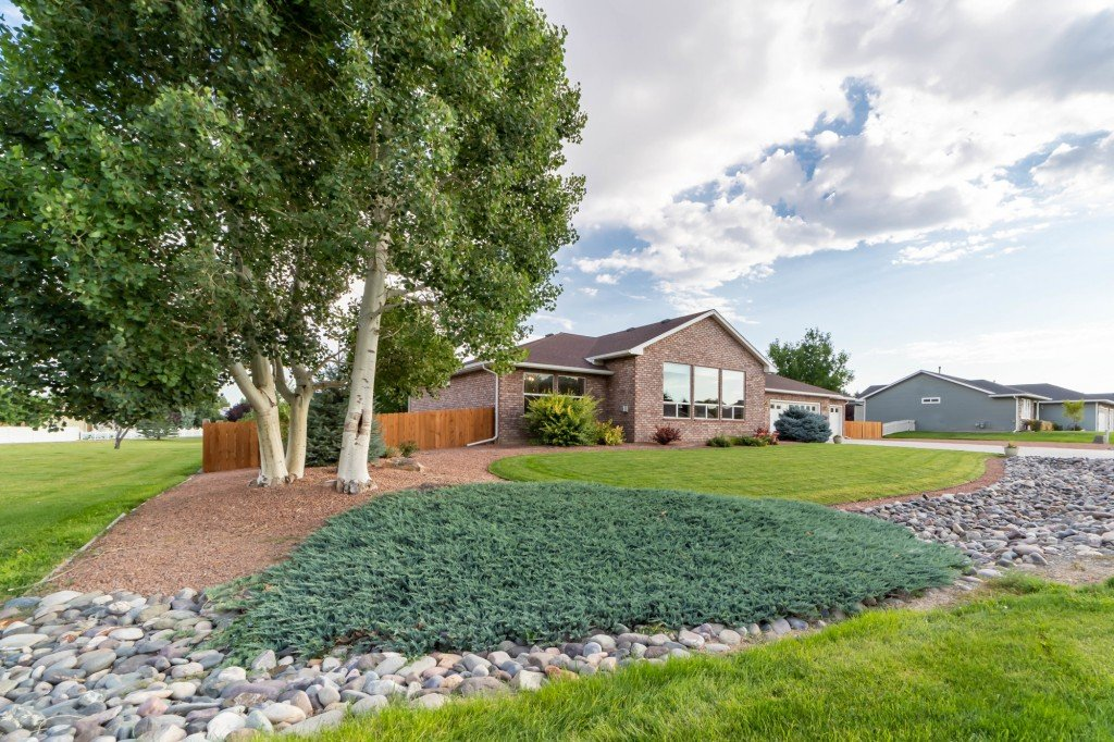 Beautiful Landscaping - 2703 Clover Ct Montrose, CO 81401 - Atha Team Home Agents