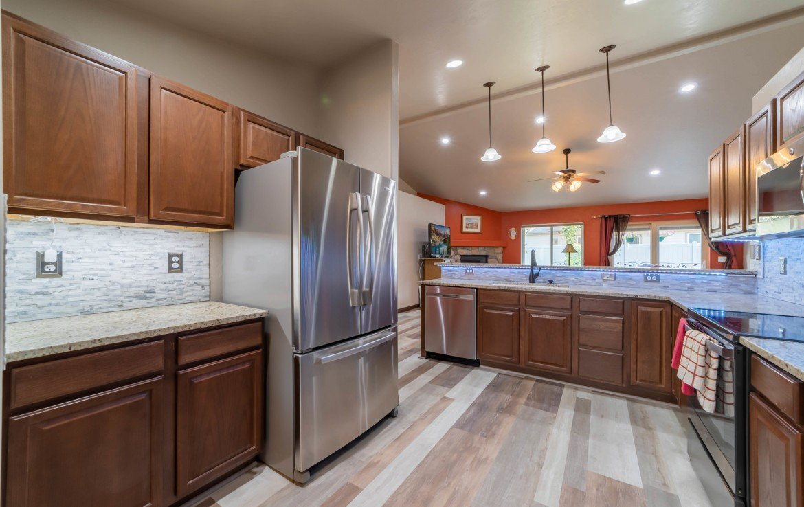 Kitchen with Stainless Steel Appliances - 1300 Gold Creek Montrose, CO 81403 - Atha Team Property for Sale