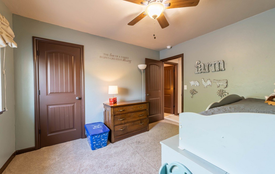 Guest Bedroom with Closet - 1300 Gold Creek Montrose, CO 81403 - Atha Team Property for Sale