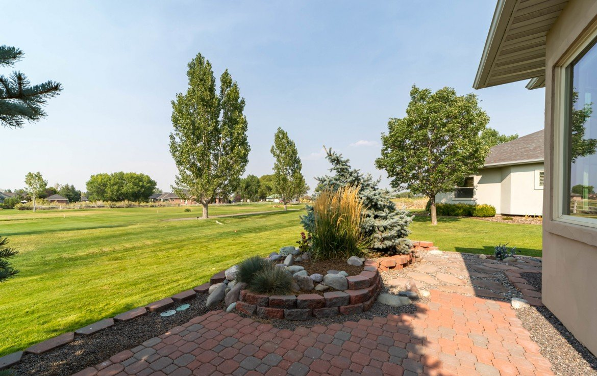 Patio and Landscaping - 641 Badger Ct Montrose, CO 81403 - Atha Team Realty