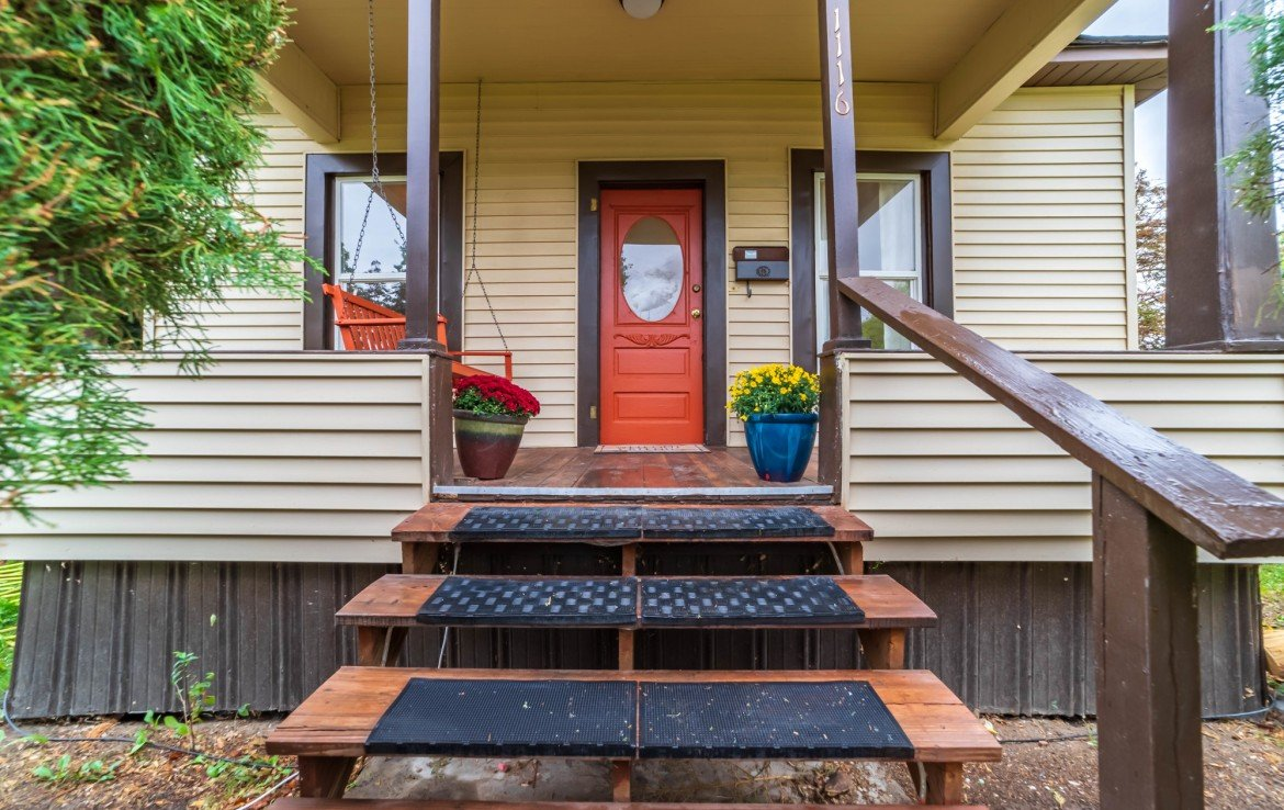 Covered Front Porch - 1116 N 1st St Montrose, CO 81401 - Atha Team Real Estate Agents
