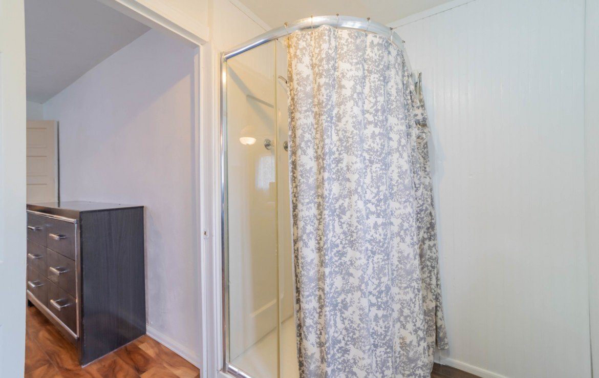 3/4 Master Bath - 1116 N 1st St Montrose, CO 81401 - Atha Team Real Estate Agents