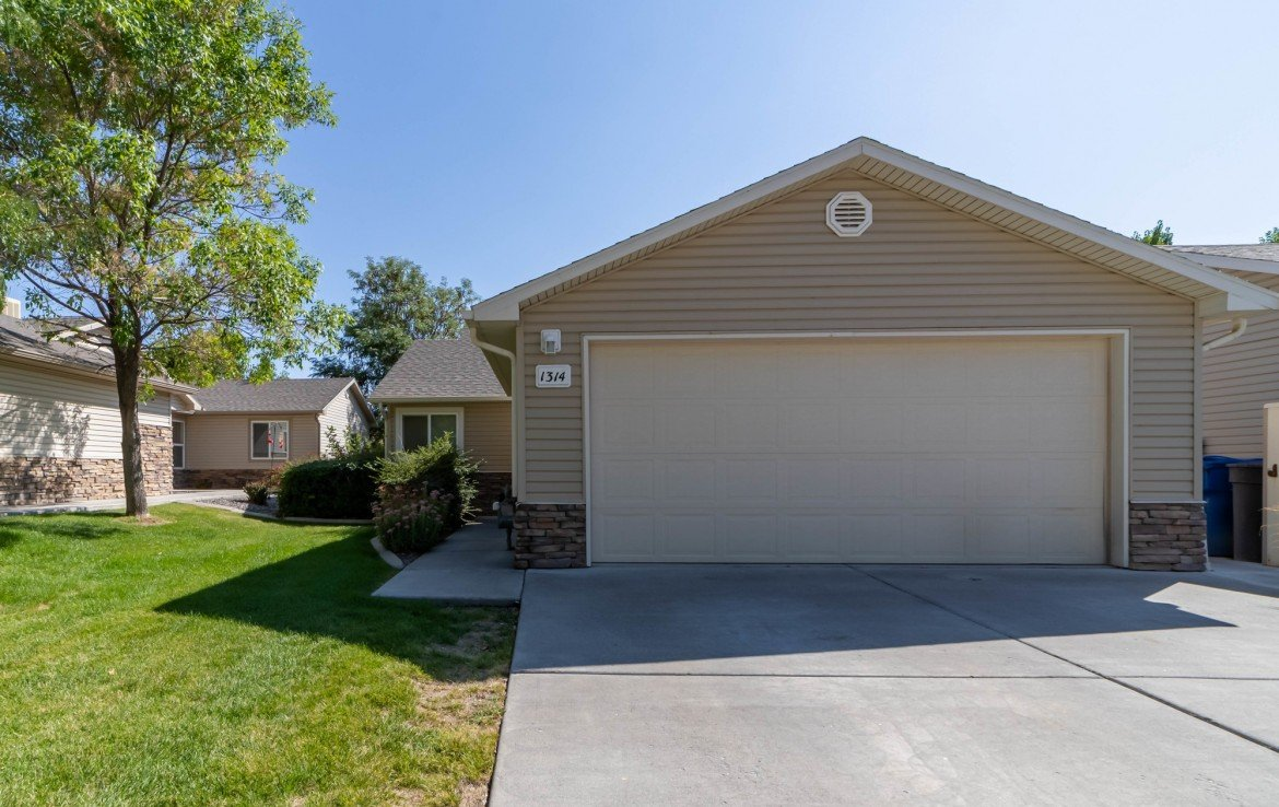 Bear Creek Townhome for Sale - 1314 Bighorn St Montrose, CO 81401 - Atha Team Residential Real Estate