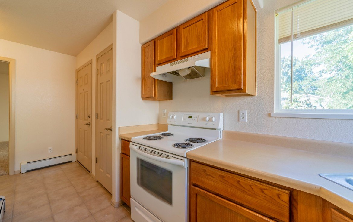 Kitchen with Appliances - 1314 Bighorn St Montrose, CO 81401 - Atha Team Residential Real Estate