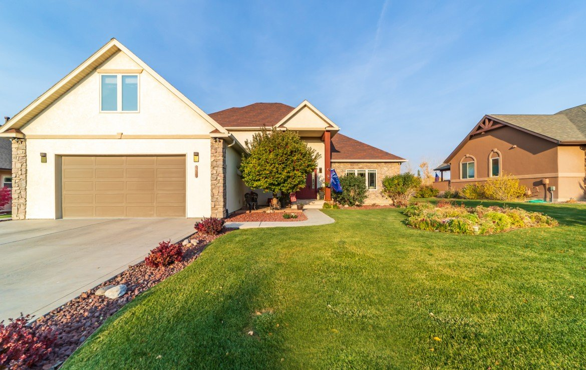 Front Yard Landscaping - 3865 Grand Mesa Dr Montrose, CO 81403 - Atha Team Realty