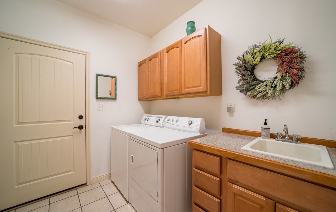 Tiled Laundry Room - 3865 Grand Mesa Dr Montrose, CO 81403 - Atha Team Realty