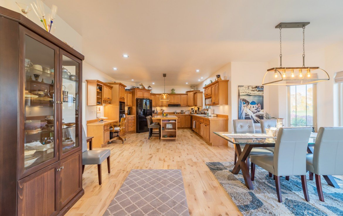 Kitchen and Dining Area with Built-In Desk - 3865 Grand Mesa Dr Montrose, CO 81403 - Atha Team Realty