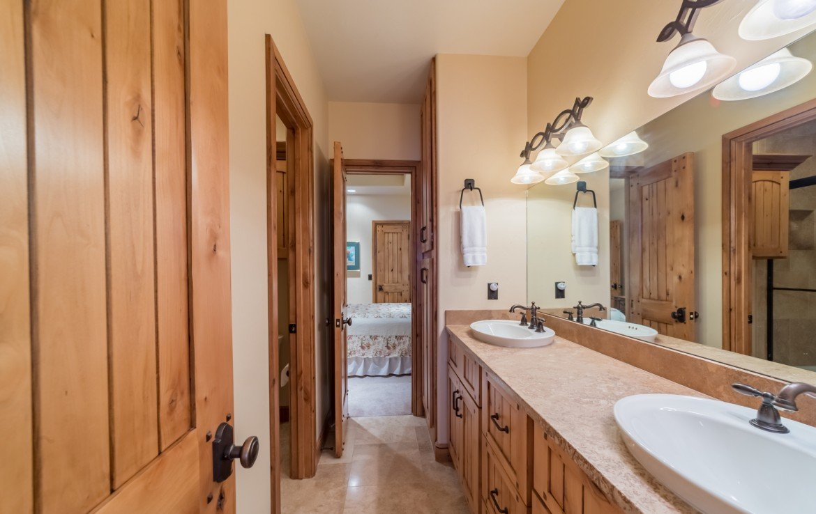 Jack and Jill Full Bathroom with Dual Sinks - 2839 Sleeping Bear Rd Montrose, CO 81401 - Atha Team Luxury Real Estate