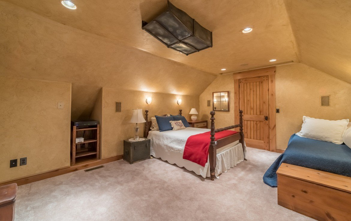 Upstairs Large Bedroom - 2839 Sleeping Bear Rd Montrose, CO 81401 - Atha Team Luxury Real Estate