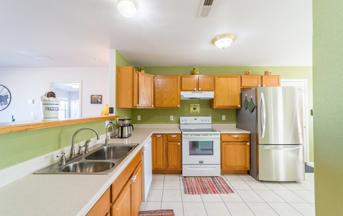 Large Kitchen with Counter Space - 1732 Pioneer Circle Delta, CO 81416 - Atha Team Real Estate