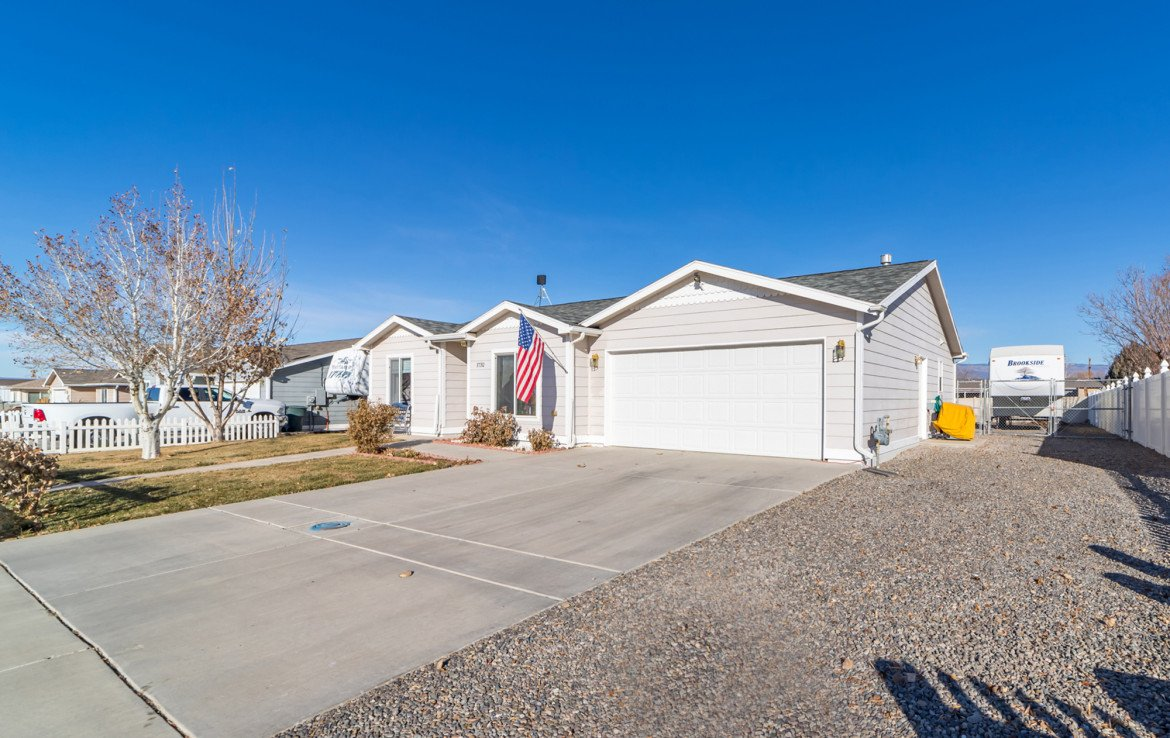 Attached 2 Car Garage - 1732 Pioneer Circle Delta, CO 81416 - Atha Team Real Estate