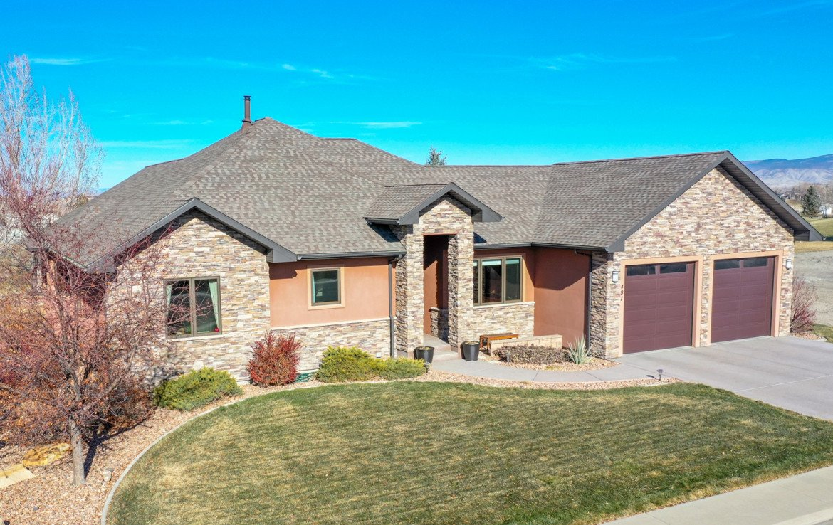 Front Yard and Landscaping - 491 Collins Way Montrose, CO 81403 - Atha Team Listing