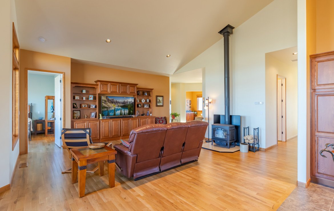 Living Room with Vaulted Ceiling - 491 Collins Way Montrose, CO 81403 - Atha Team Listing