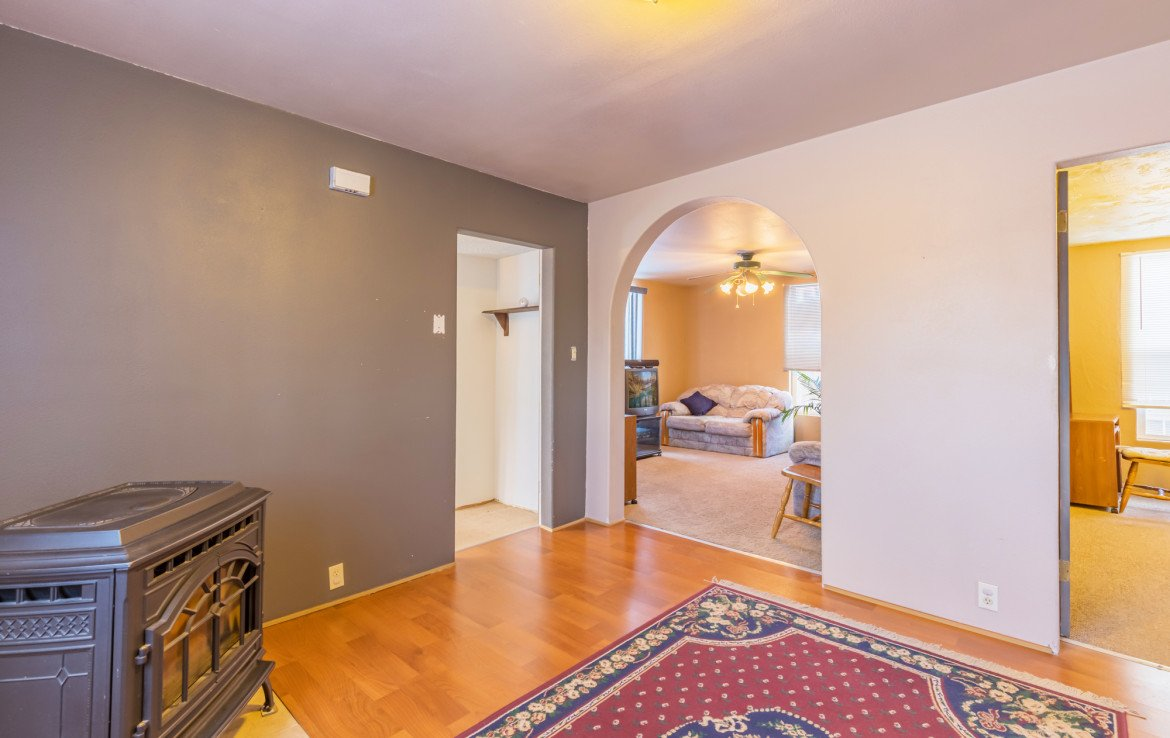 Entry Way with Arched Entry to Living Room - 54 W. South 3rd St Montrose, CO 81401 - Atha Team Real Estate Listing