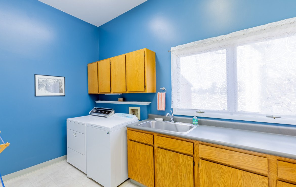 Laundry Room with Sink - 1690 Solar Ct Montrose, CO 81401 - Atha Team Residential Real Estate
