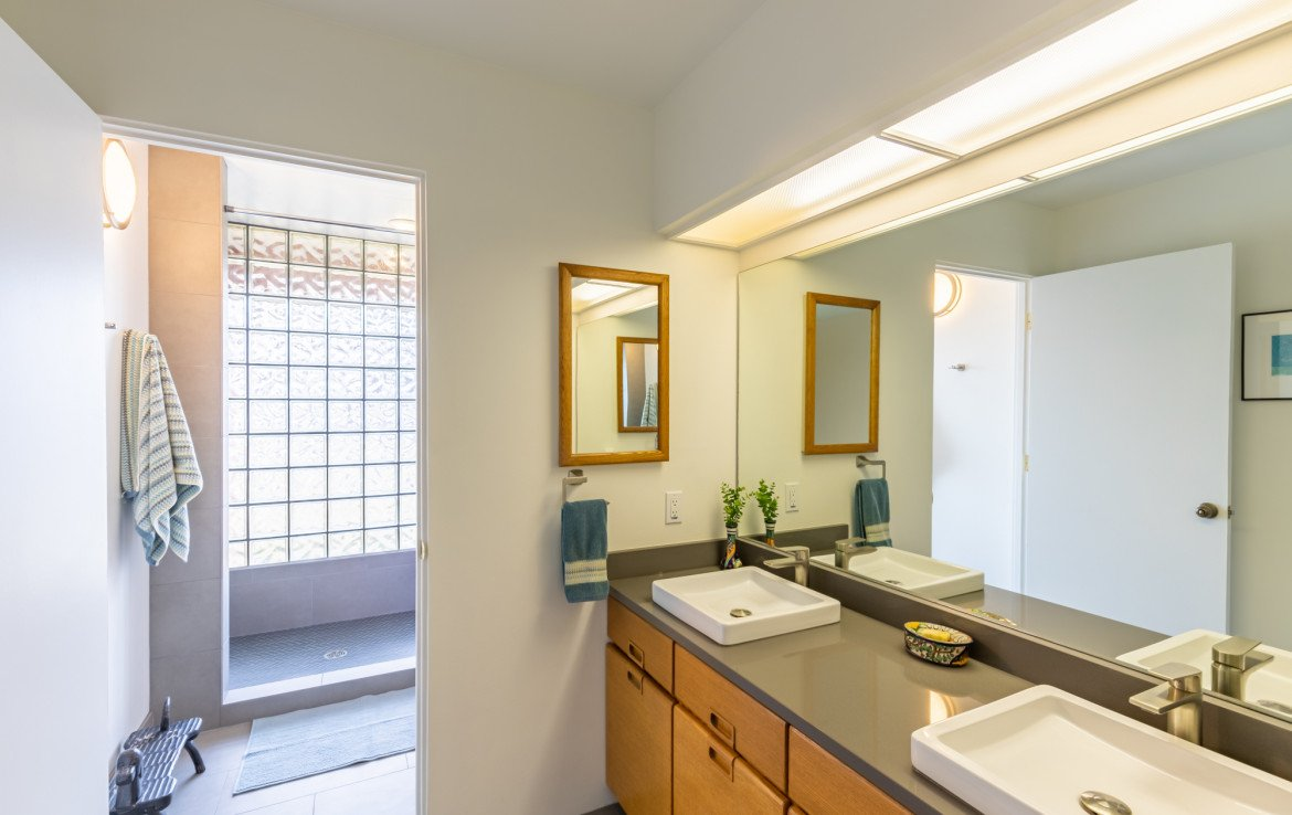 Large Bathroom with Dual Sinks - 1690 Solar Ct Montrose, CO 81401 - Atha Team Residential Real Estate