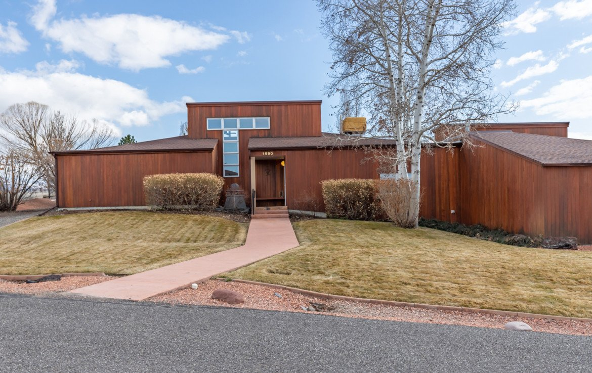 Large Home for Sale with Landscaping - 1690 Solar Ct Montrose, CO 81401 - Atha Team Residential Real Estate